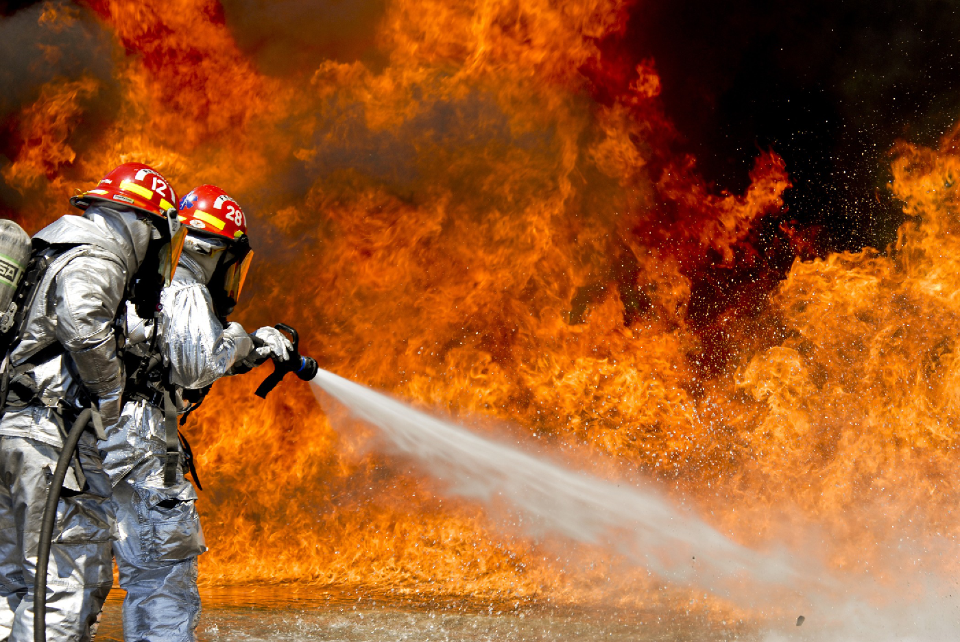 firefighters-fire-flames-outside-1400x937.png